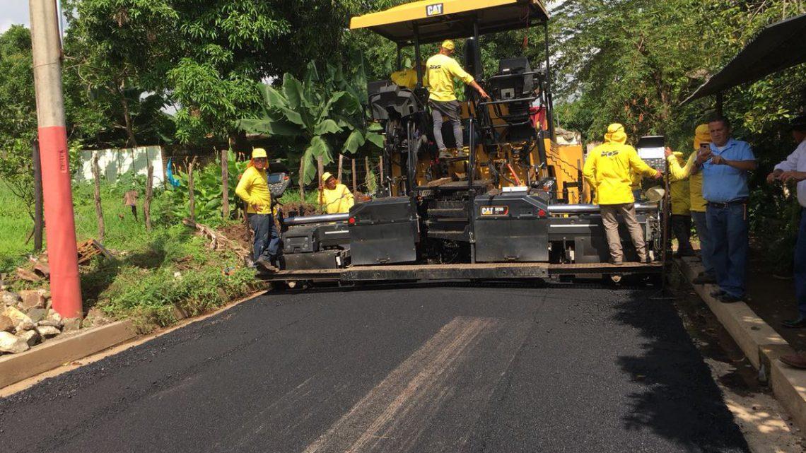 MOP recarpetea 1.2 kilómetros de calles principales de Colonia Las Mercedes de Sonzacate