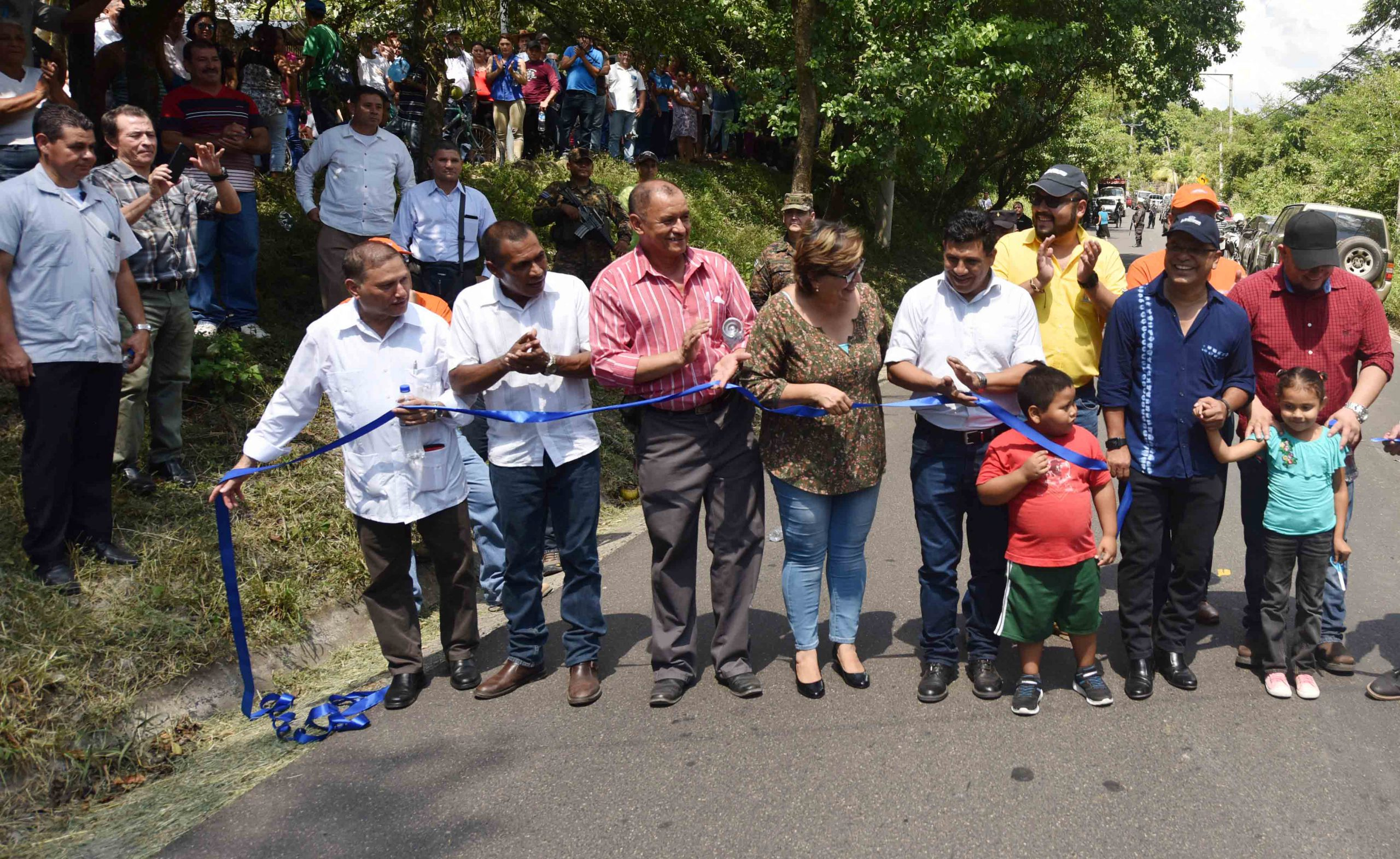 MOP entrega pavimentación de calle Agua Caliente, Chalatenango