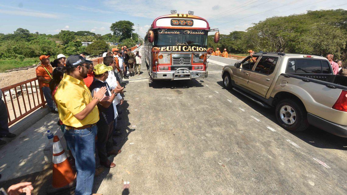 Vicepresidente y autoridades Fovial habilitan paso vehicular en nuevo puente sobre río Motochico