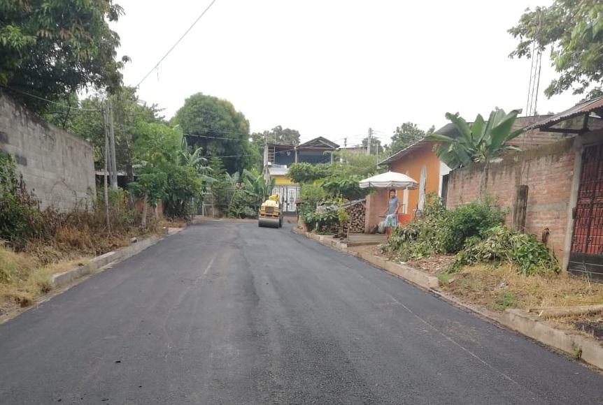 MOP concluye el recarpeteo de 1.5 km de importantes rutas de Sonzacate