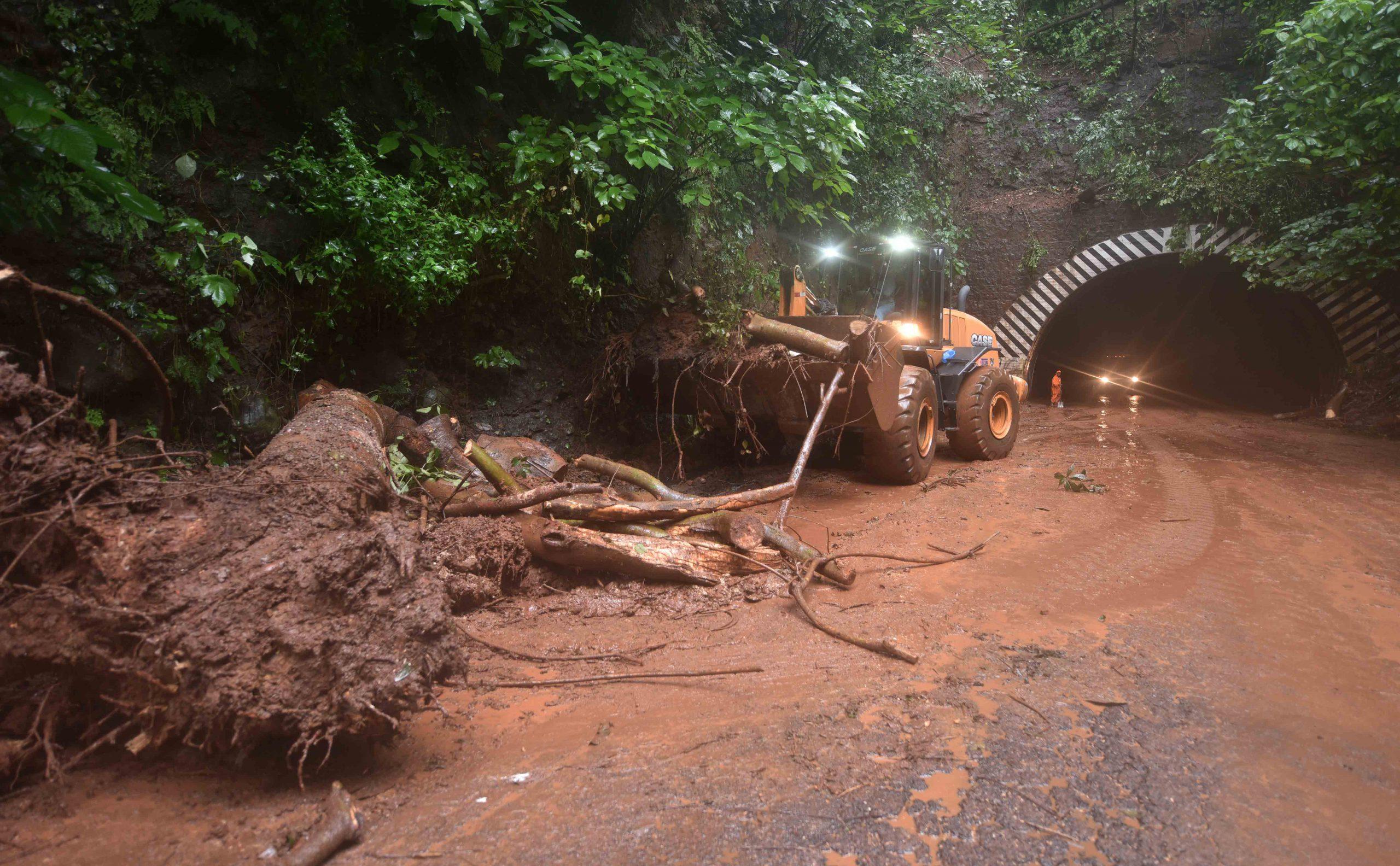 Tras inspección de Carretera El Litoral, MOP determina cierre temporal en zona de túneles, La Libertad