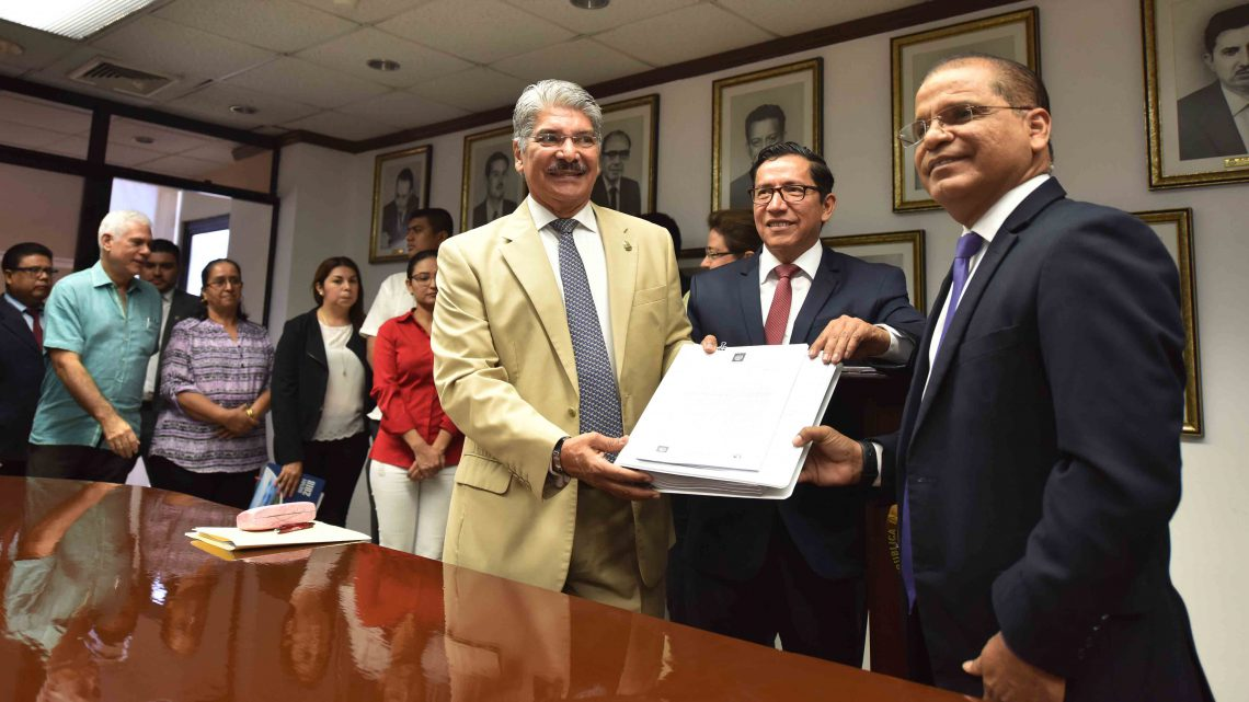 MOP presenta iniciativa de ley para primera concesión de espacio marítimo para instalación planta de energía eléctrica a base gas natural