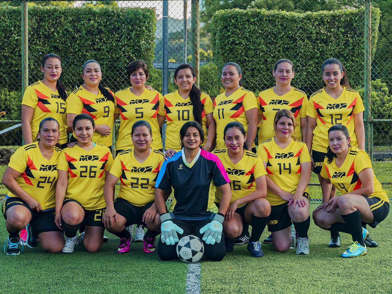 MOP y Asamblea Legislativa a gran final de campeonato de papi fútbol femenino