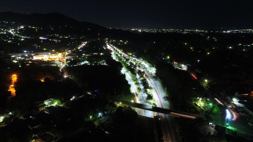 MOP entrega 12 km de iluminación de Carretera al Aeropuerto Internacional