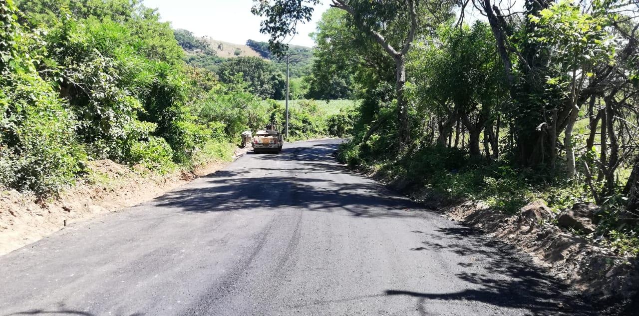 MOP pavimenta calle principal de Comunidad Rutilio Grande, El Paisnal, San Salvador