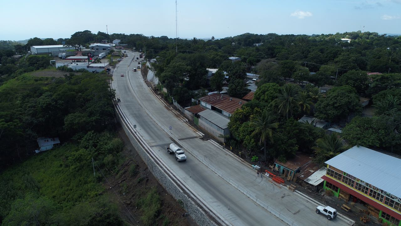 Restricción momentánea de tráfico carretera al Puerto de La Libertad