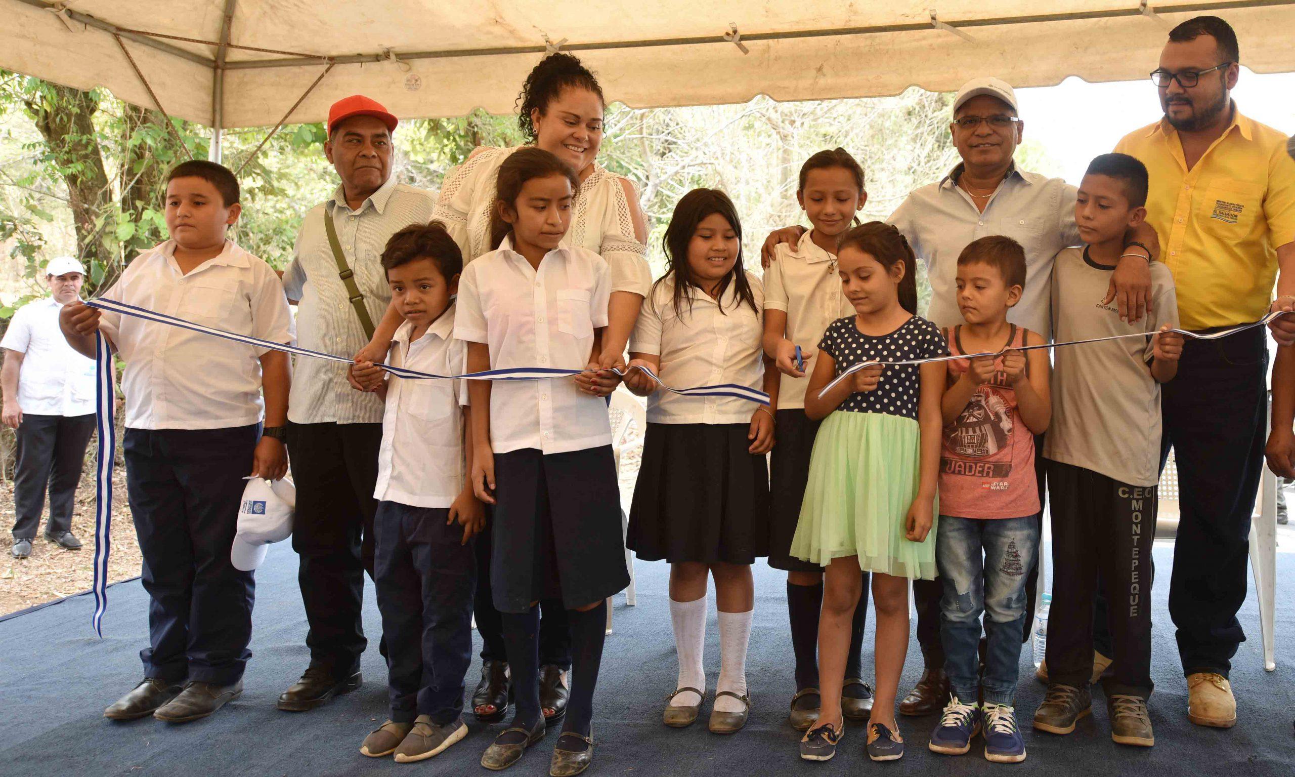 Entregan a comunidad pavimentación de 2 kilómetros de Ciudadela Ungo, Suchitoto