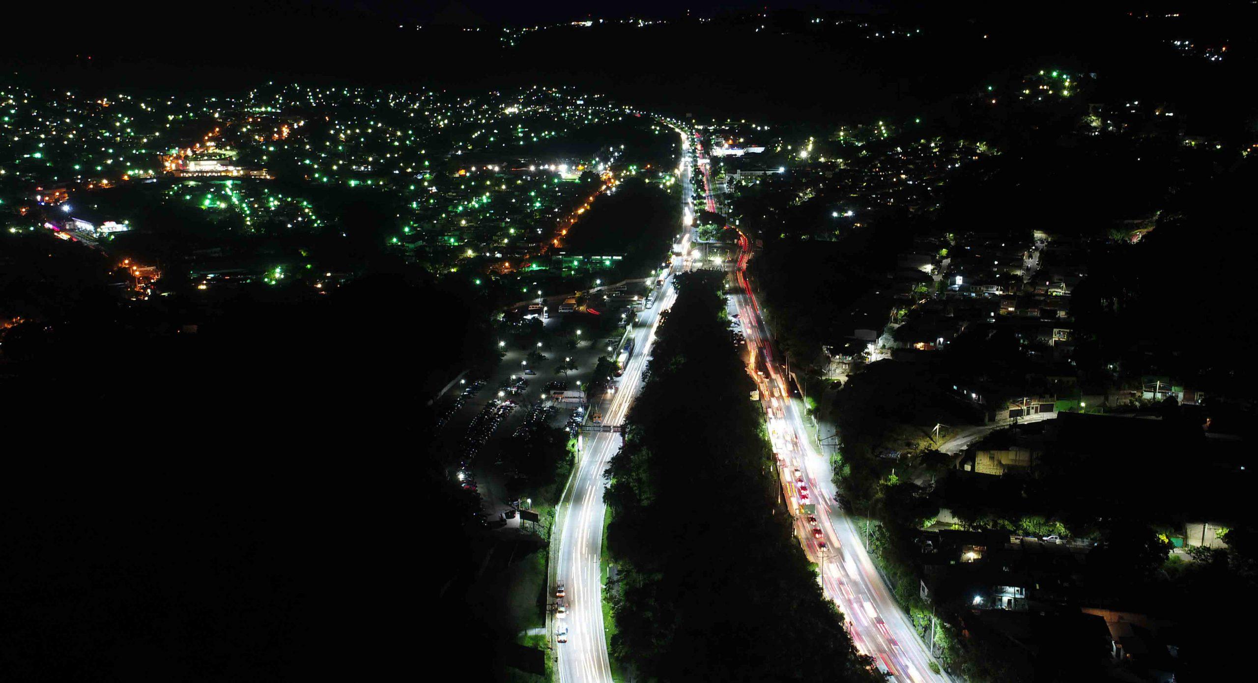 MOP entrega iluminación Carretera al Aeropuerto Internacional que será  Primera autopista inteligente de Centroamérica