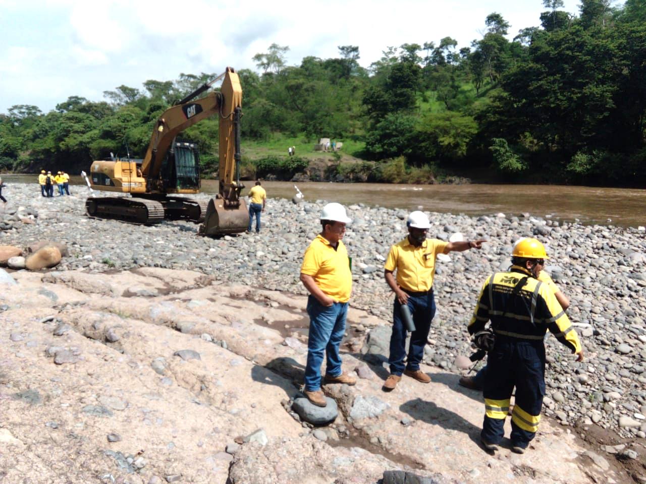 MOP realiza estudios para diseño puente sobre Río Torola, Morazán