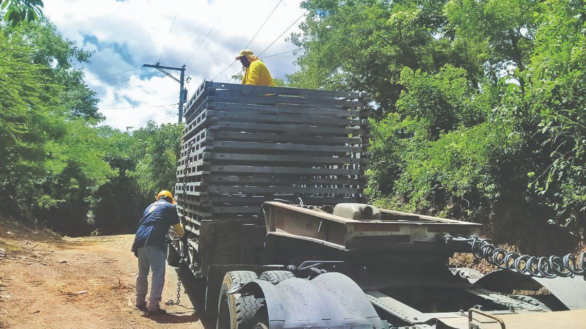 MOP traslada último lote de piezas para la construcción del puente sobre Rio Torola, San Isidro, Morazán