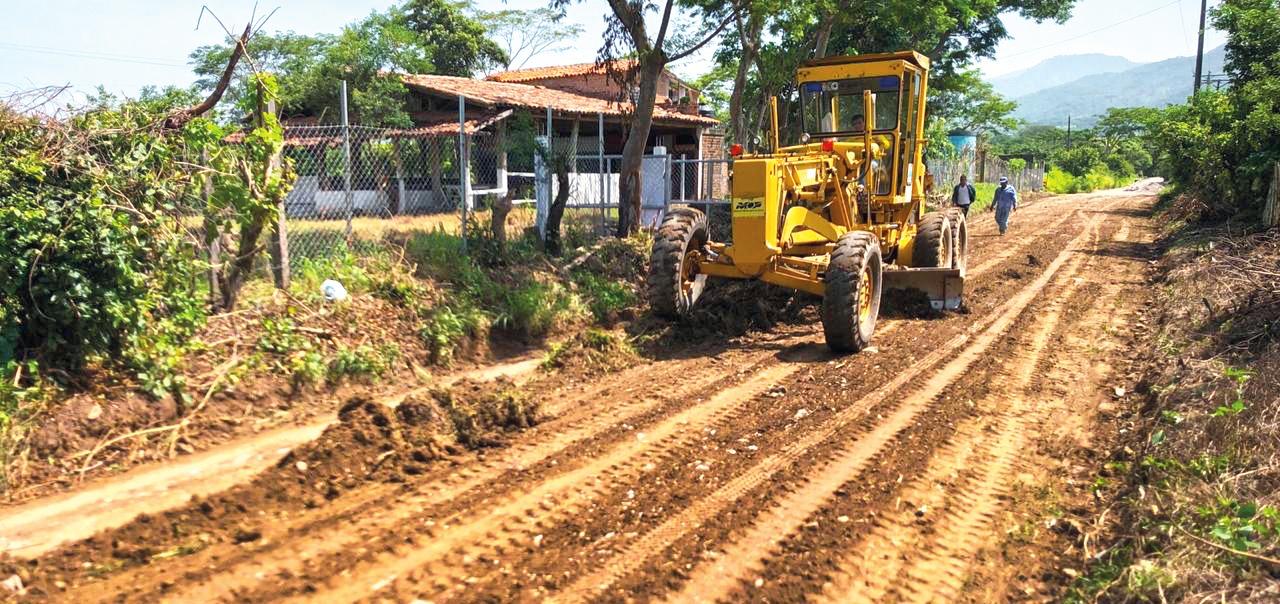 MOP inicia pavimentación de 3 kilómetros de calle Chalatenango