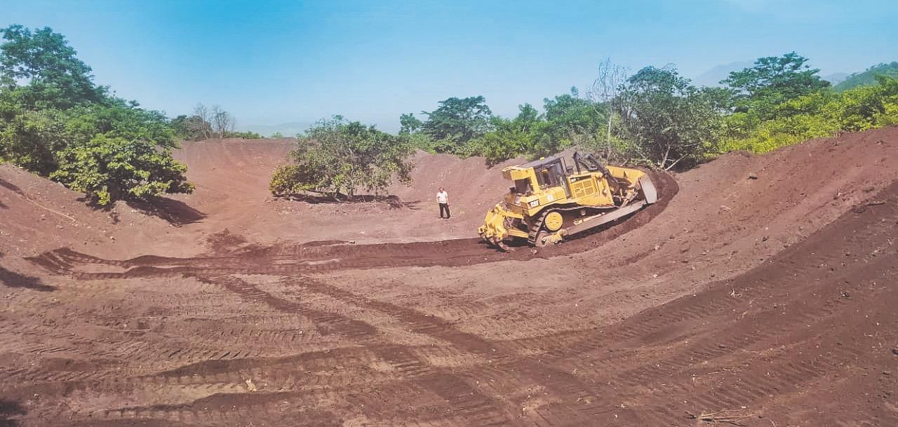 MOP realiza limpieza en obras de protección en Volcán Chaparrastique