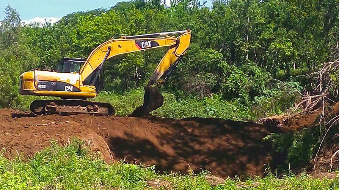 MOP reconstruye bordas en tramo de inundación Río Grande de San Miguel