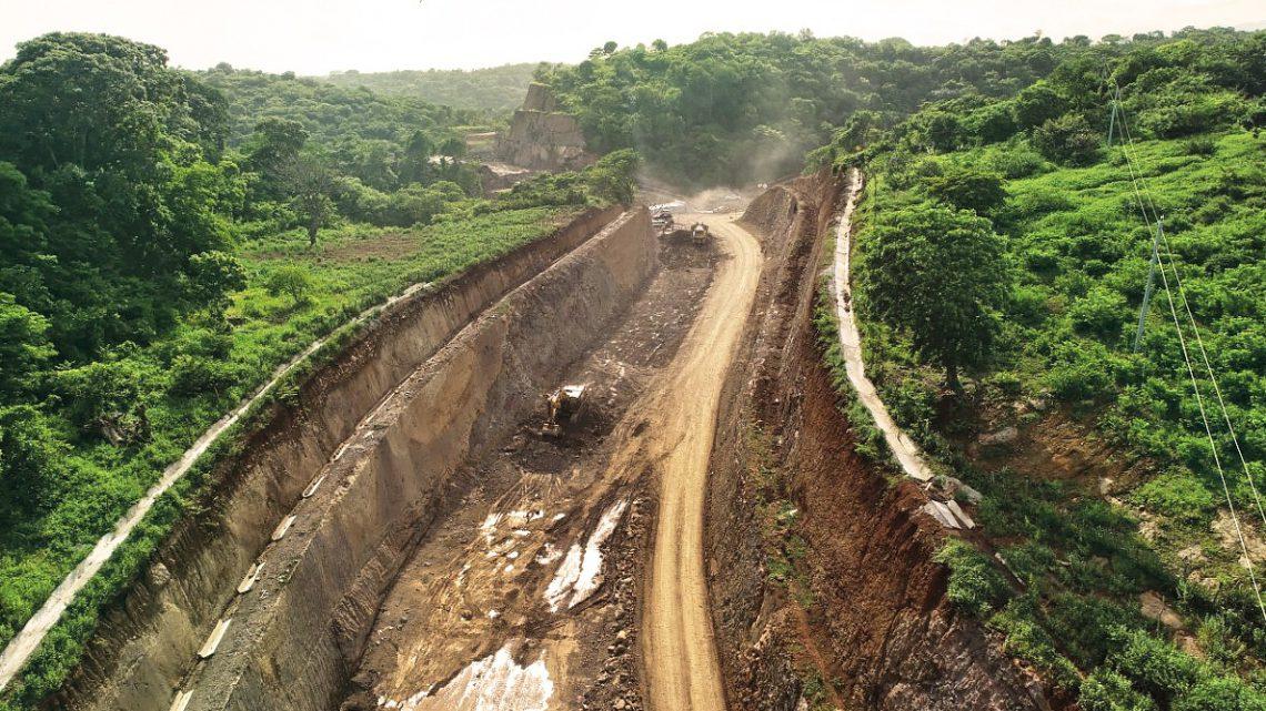 Nuevo fraccionamiento de roca en zona construcción By Pass de La Libertad