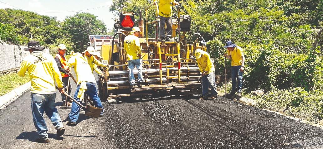 MOP pavimenta calle de acceso a muelle en Punta Chiquirín, La Unión
