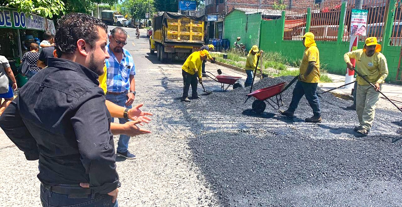 MOP repara calle El Comercio, frente a Hospital Nacional Zacamil