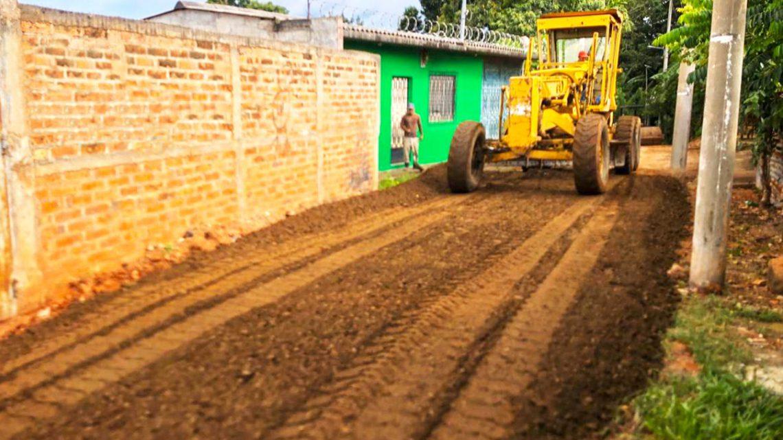 MOP pavimenta calles de accesos a Centros Escolares en Ilobasco, Cabañas
