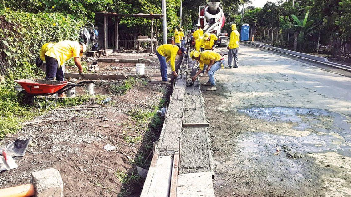 Obras de pavimentación en ruta San Marcos Lempa a Desvío El Zamorán, Jiquilisco, Usulután