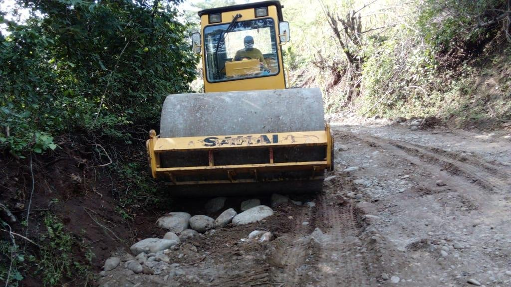 Iniciamos la pavimentación de la calle que conectará a municipio de Torola, Morazán con su nuevo puente