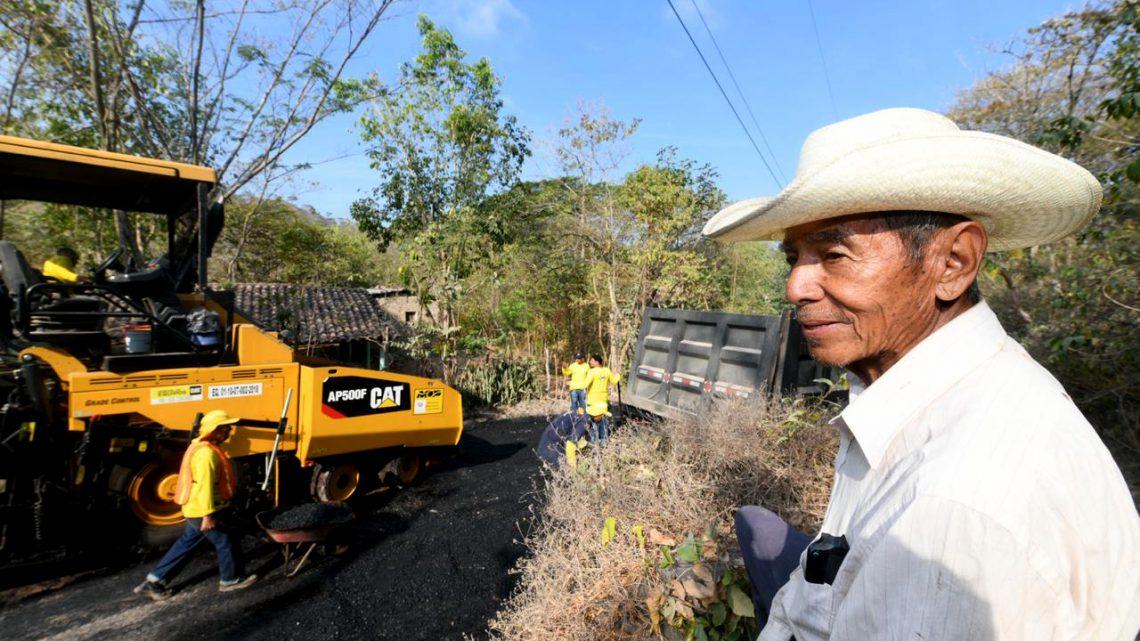 65% de avance en pavimentación de tres kilómetros de calle en Cantón San José, Chalatenango