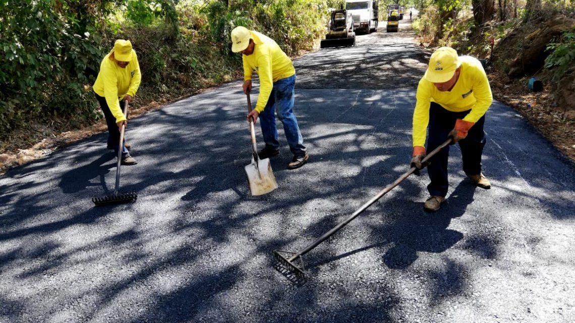 Inicia pavimentación de 1.8 kilómetros de calle a Hacienda La Labor, Ahuachapán