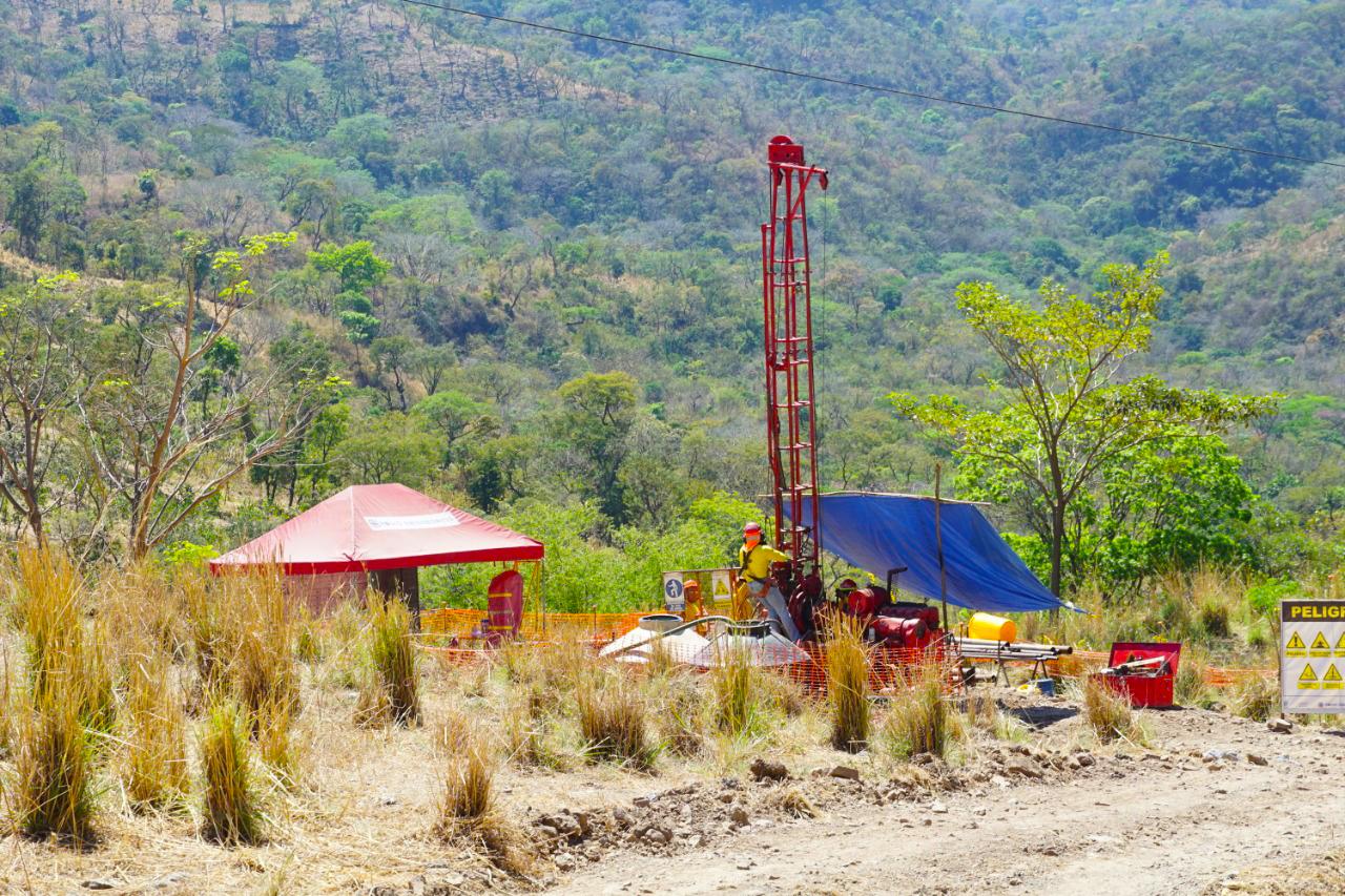 MOP investiga fallas en Longitudinal del Norte, tramo de Sensuntepeque a Chalatenango