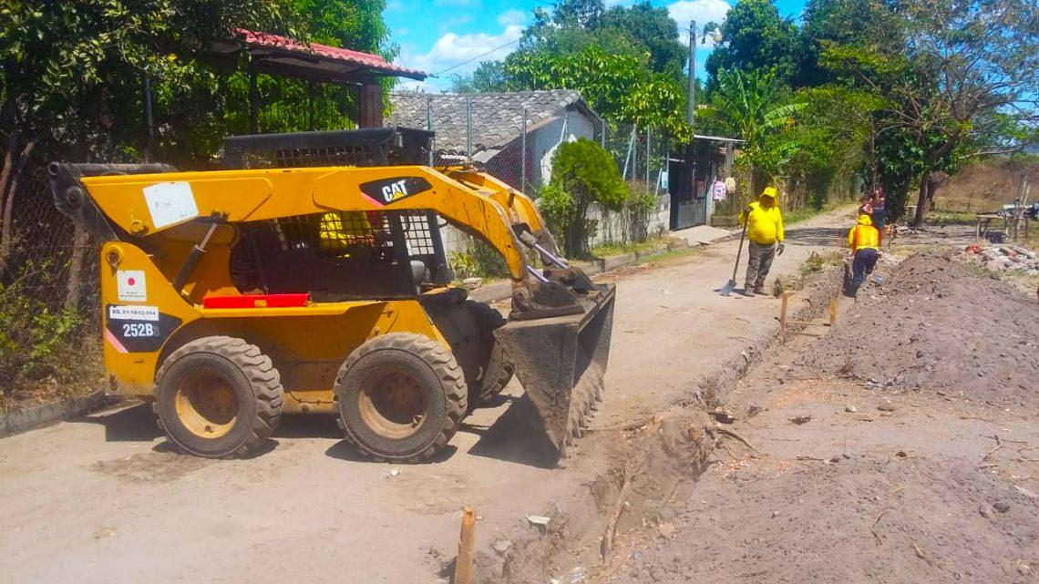 MOP pavimenta y construye sistema de drenajes en calle de acceso a Caserío Garcitas, El Paisnal, San Salvador