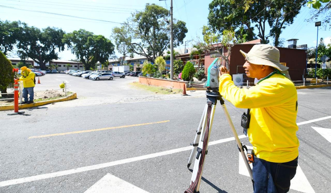 MOP realiza pruebas de suelo en parqueo CIFCO