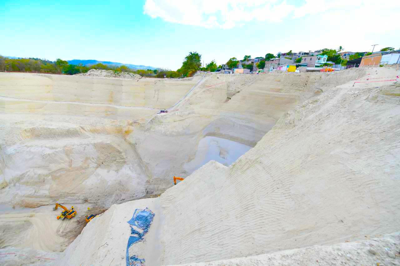 Progresa las tareas de terracería para eliminación de cárcava en Residencial Santa Lucia, Ilopango